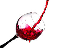 Strom des Weins, der in ein Glas lokalisiert gegossen wird Lizenzfreies Stockbild