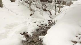 Strom durch Schnee stock video footage
