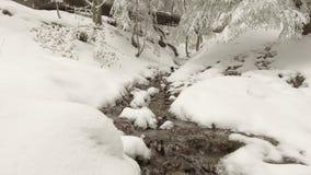 Strom durch Schnee stock video