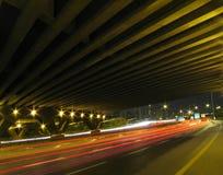 Strom unter der Brücke Stockbilder