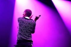 Stromae,演奏议院、新的敲打和电子音乐的比利时歌手,执行在海涅肯Primavera声音2014年 免版税库存照片