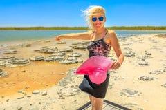 Stromatolites的Torist妇女 库存照片