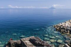 Stromboli dall'isola della salina Fotografia Stock Libera da Diritti