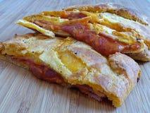 Stromboli hecho en casa del jamón y del queso Fotos de archivo