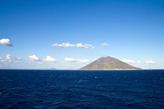 Stromboli vulkanö nära Sicily Royaltyfri Foto