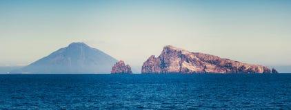 Stromboli wulkan przy eolian wyspą Zdjęcia Royalty Free