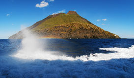 Strombolie powulkaniczna wyspa Zdjęcie Royalty Free