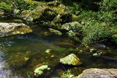 Stromen tussen valleien royalty-vrije stock foto