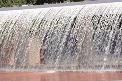 Stromen van fontein royalty-vrije stock afbeelding