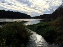 Stromend rivierlandschap Royalty-vrije Stock Afbeelding