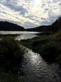 Stromend rivierlandschap Stock Fotografie