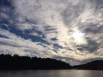 Stromend rivierlandschap Stock Afbeeldingen