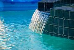 Stromend water. Royalty-vrije Stock Afbeeldingen