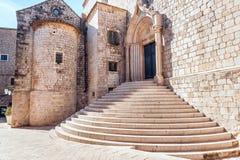 Stromi schodki wśrodku starego miasteczka Dubrovnik obraz stock