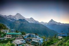Stromkreis-Wanderung Tadapani Annapurna stockfotos