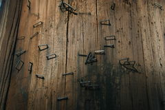 Stromleitung Beschaffenheit mit Heftklammern Lizenzfreie Stockbilder