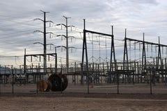 Stromleitung an der Nebenstelle lizenzfreie stockfotografie