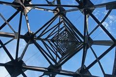 Stromleitung Kontrollturm Stockbild