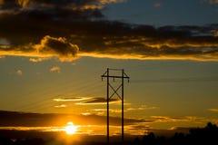 Stromleitung am Sonnenuntergang Stockbilder