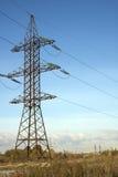 Stromleitung und blauer Himmel Stockfoto