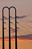 Stromleitungen an der Dämmerung Lizenzfreie Stockfotos