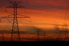 Stromleitungen, die von Glenrose nach Fort Worth Texas gehen Stockfotos