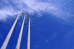 Stromleitungen kippten Stockfoto