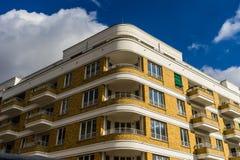 Stromlinienförmiges Moderne Artgebäude Stockfotografie