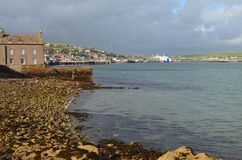 Stromness, η second-most πυκνοκατοικημένη πόλη στην ηπειρωτική χώρα Orkney, Σκωτία στοκ εικόνες