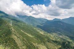 Stromnetz auf die Oberseite des Berges Stockbilder