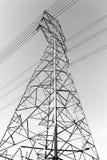 Strompfosten mit Drahtlinie Lizenzfreie Stockbilder