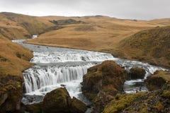 Stromschnellen im isländischen Fluss Stockbilder