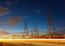 Stromversorgunggondelstiele in der Landschaft Lizenzfreies Stockbild