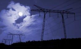 Stromversorgungseilzüge in der Landschaft Lizenzfreies Stockfoto
