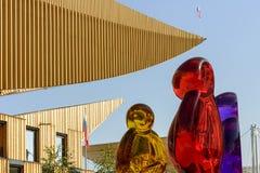Strona baldachim przy Rosja pawilonem i kolorowymi jasnymi kształtami, EXP Zdjęcie Stock