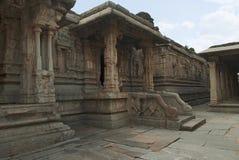 Strona, północ, wejście ardha-mandapa, Krishna świątynia, Hampi, Karnataka Zewnętrzny widok Święty centrum obrazy stock