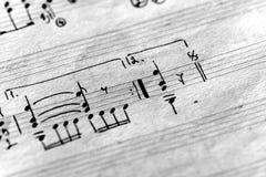 Strona stary muzykalny notatnik z r?ki pisa? notatkami czarny white zdjęcie stock