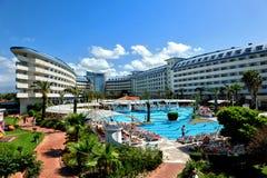 Strona Turcja, Kwiecień, - 16, 2014: Luksusowi 5 kurort w stronie gwiazdowy hotelowy Krystaliczny Admiral jest popularny turystyc Zdjęcia Stock