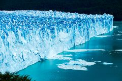 Strona w górę strzału na prześwietnym Perito Moreno lodowiec i zdjęcie stock