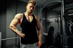 Strong bodybuilder handsome athlete in gym Royalty Free Stock Photography