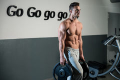 Strong Bodybuilder Training His Six Pack Royalty Free Stock Photography