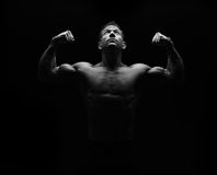 Strong fitness man flexing Royalty Free Stock Photography