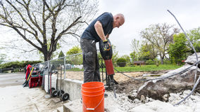 Strong man using jackhammer Royalty Free Stock Photos