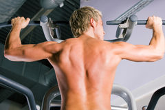 Strong man working out in gym Royalty Free Stock Photography