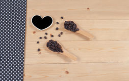 Strong roasted coffee beans on grunge  wood Royalty Free Stock Photography
