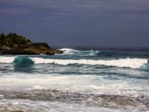 Strong sea surf, bay Devil�s Teor, Lembongan, Indonesia Stock Photos