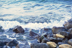 Strong sea wave splashing on the rocky shores Royalty Free Stock Photography