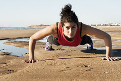 Strong woman doing pushups Royalty Free Stock Photography