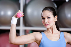 Strong young woman training with dumbbells Royalty Free Stock Photos