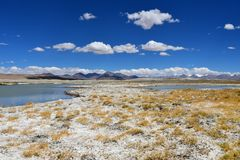 Strongly saline lake Ruldan Nak in Tibet, China royalty free stock photos